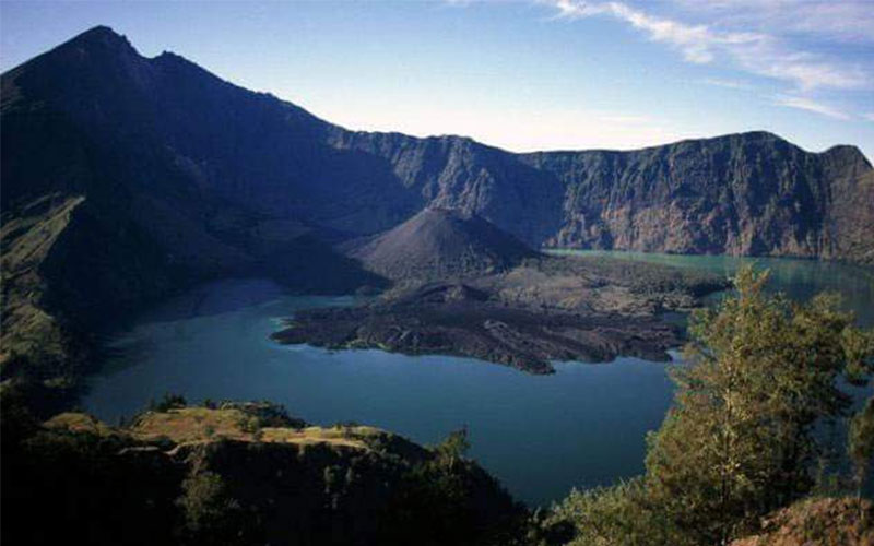 view of Segara Anak Lake from crater rim Senaru